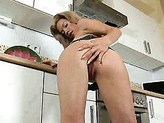 Bibi Noel with shaved muff is on the way to orgasm with vibrator in her vagina