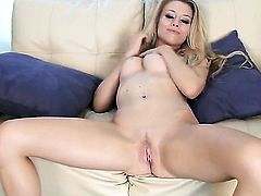 Michelle Moist is ready to play with her honeypot from dusk till dawn