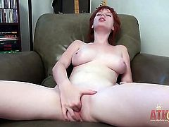 Zoey Nixon strips down to her bare skin to play with herself naked