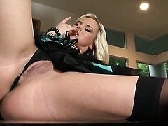 Bree Olson fucks herself with fingers on cam for your viewing entertainment