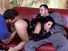 Terrific MMF threesome with sizzling brunette Amanda Black