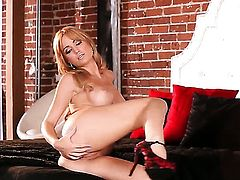 Angela Sommers inserts dildo so fucking deep in her muff pie