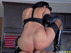 Fuck hungry milf domme Isis Love