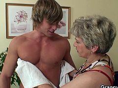 Granny Bet brings you a hell of a free porn video where you can see how this mature blonde sucks and rides a hard rod of meat while assuming very naughty poses.