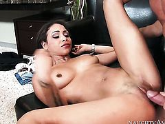 Gulliana Alexis opens her love box to take Johnny Castle s meat pole