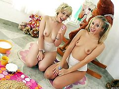 Chastity Lynn gets her muff pie attacked by Proxy Paiges tongue
