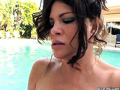Teri Weigel with juicy tits tries her hardest to make horny bang buddy bust a nut with her mouth