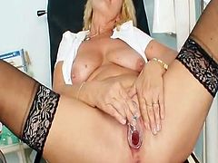 Blonde mommy id like to get laid Greta large real melons and uniform