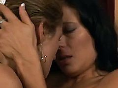Elexis Monroe shows Zoey Holloway that she really loves her. Two beautiful older women have great lesbian sex