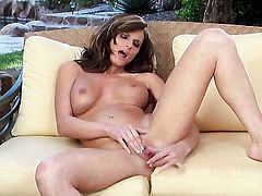 Daisy Lynn enjoys another solo sex session