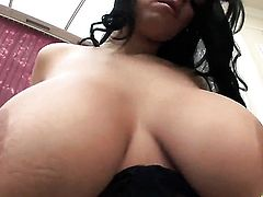 Laura Lion gets her bum hole invaded
