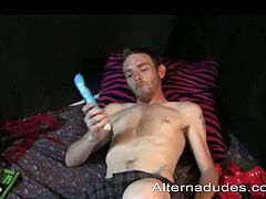 Wiggles is a skinny dude who is not using lube when he is toying his ass hole. He likes to start off with small toys and move on to huge dildos. He pulls it off.