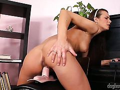 Suzie Carina gets the pleasure from pussy fingering like never before