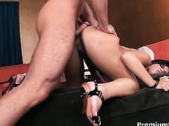 Shameless vixen Mackenzee Pierce is hungry for fucking