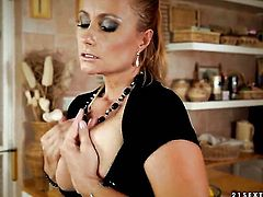 Blonde Katy Parker gets her twat tongues outrageously by Tracy Gold