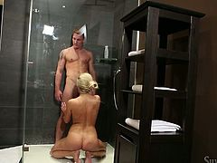 Bitchy blond wifey gives  ahead to her brutal stud in bathroom