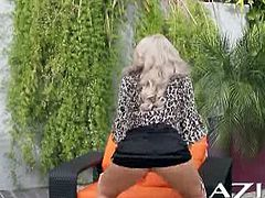 Gorgeous blonde bitch Brooke Haven is shaking her nice juicy ass outdoors. She shows her pussy and want to rub it especially for you!
