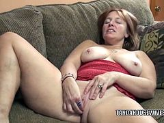 This milf named Lisa is brunette, has big titties and she is mature. Her cunt is clean-shaven, which looks great when she starts to rub it and finger it too.