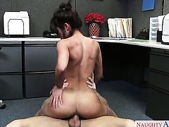 Exotic Rahyndee James has dick-hungry honeypot and takes Ryan Mclanes pole