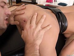 Mike Angelo fucks Ian Scott as hard as possible in anal porn action
