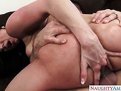 Johnny Castle puts his rod in passionate Kendra Lusts slit