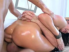 Eva Karera is a curvy European MILF beauty with perfect bubble ass. Oiled up brunette shows off her wet killer booty as she enjoys double penetration. Horny studs Keiran Lee and Manuel Ferrara bang her holes like crazy.