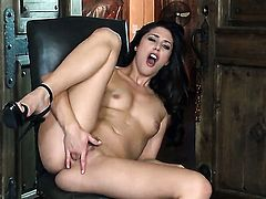 Anna Morna with small tits and trimmed cunt plays with herself to orgasm in solo action