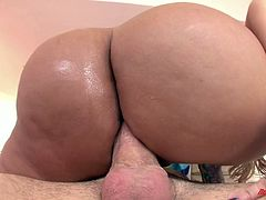 Tattooed blonde squirts like a fountain when fucked in the ass