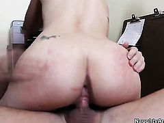 John Strong gets pleasure from fucking Lia Lor in her cunt