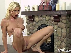 sexy blonde venessa gets piss-sex