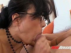 Nerdy brunette MILF Zoe Holloway blows strong and delicious lollicock