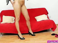 Sophia Magic wears the stockings from her pussy