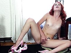 Elle Alexandra is too hot to stop masturbating