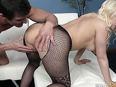Kagney Linn Karter is a slut who wants to suck and gives blowjob to Tommy Gunn