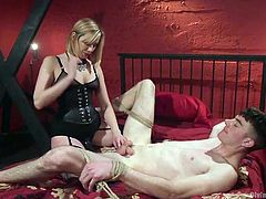 the top mistress pegs his tight asshole