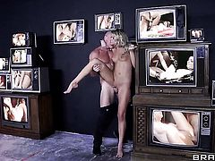 Johnny Sins gives sexy bodied Jessa Rhodess mouth a try in oral action