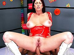 Marco Banderas gets his always hard pole used by anal-loving Tiffany Mynx with huge jugs