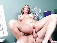 Tanya Tate blowing Johnny Sinss beefy hard snake like crazy