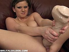 Amateur babe fills her pussy with a big dildo