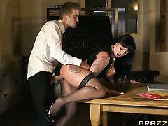 Kerry Louise is desperate for oral sex and Danny D knows it