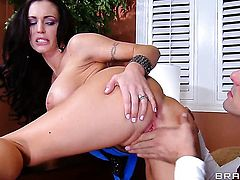 Jenna Presley with massive jugs and Toni Ribas have a lot of fun in this blowjob action