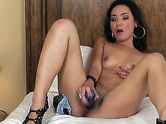 Miko Sinz tries her hardest to make herself orgasm