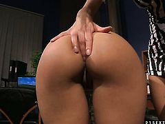 Blonde Melon has some time to give some sexual pleasure to lesbian Nikky Thorne