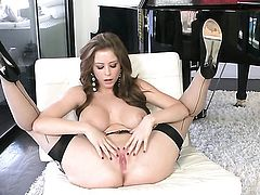Emily Addison has a body of a goddess and shows it all in steamy solo scene
