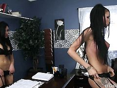 Raven Bay with huge tits asks Johnny Sins to drill her sweet mouth