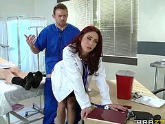 Monique is a hot redhead doctor and she is a lustful lady too. As she is working with male nurse Erik, they both feel like taking a break and having a fast fuck! Watch the guy getting a boner, as she shakes booty for him, before giving him a blowjob. Then, she leans against the wall and gets nailed from behind.