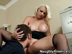Chris Johnson inserts his meat stick in pretty Mandy Sweets love tunnel
