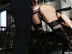 India Summer does her best to make hard dicked guy Keiran Lee cum in steamy anal action