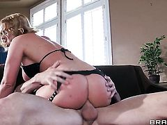 Krissy Lynn asks Johnny Sins to ignore her pussy cuz she loves anal sex