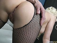 Tommy Gunn gets pleasure from fucking irresistibly hot Kagney Linn Karters mouth